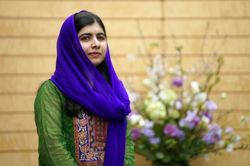 Covid-19: Malala Yousafzai pede a Londres para manter ajuda internacional