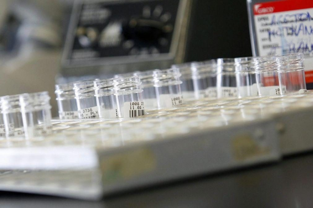 Covid-19: Mutações descobertas do coronavírus não o tornaram mais contagioso