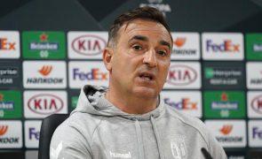 Sporting de Braga acredita que pode vencer Leicester, diz Carlos Carvalhal