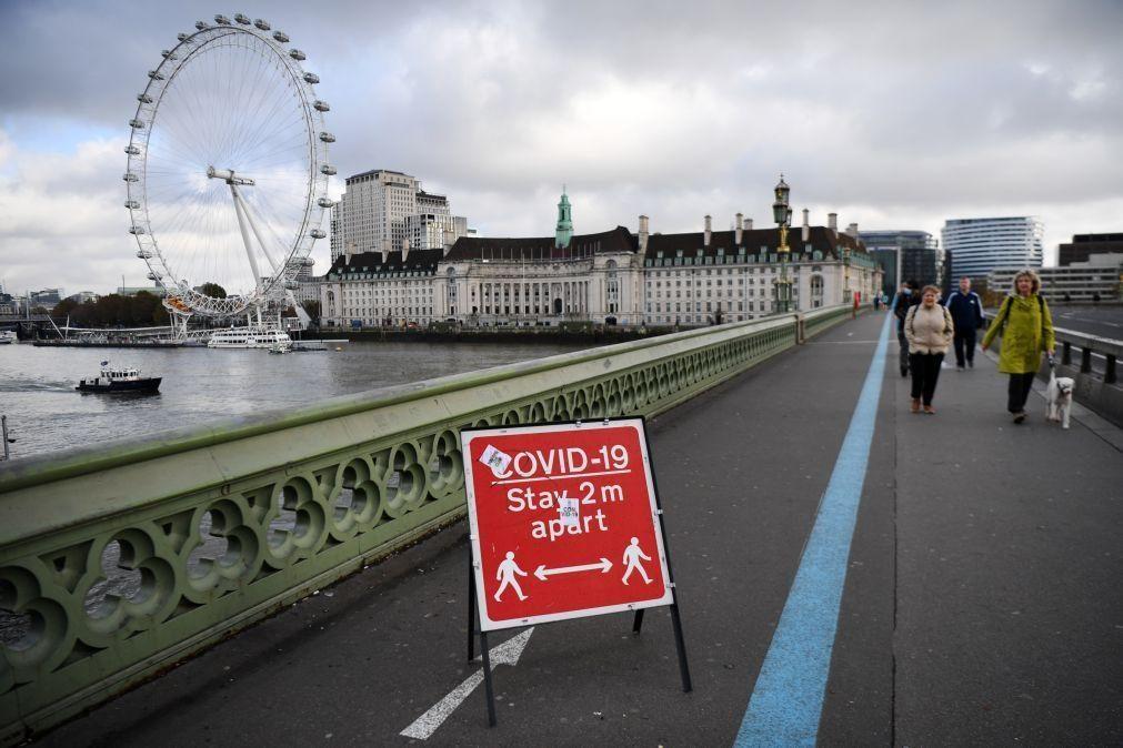 Covid-19: Reino Unido regista 696 mortes e infeções invertem declínio
