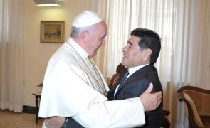 Papa lembra com carinho e oração o compatriota Maradona