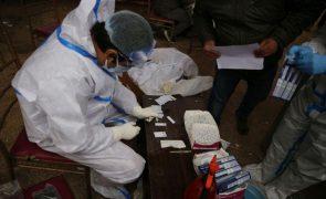 Covid-19: Índia com 524 mortos e 43.221 casos nas últimas 24 horas