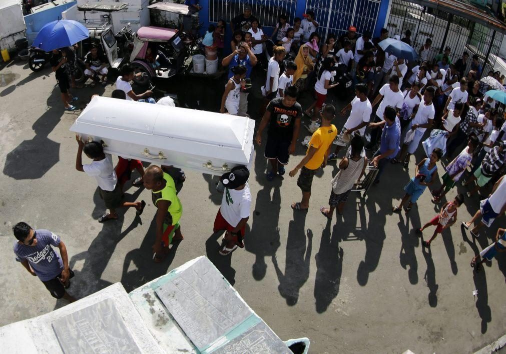 Covid-19: Mais de 1,42 milhões de mortos no mundo desde início da pandemia
