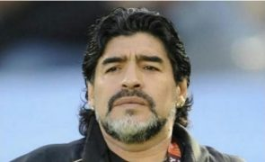 Funcionário da funerária partilha fotos do caixão aberto com Diego Maradona