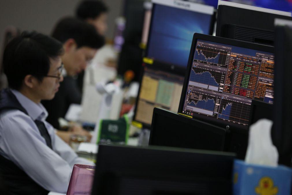 Bolsa de Xangai encerra a subir 1,14%