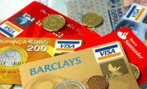 Portugueses voltam a utilizar menos cartões de pagamento em outubro