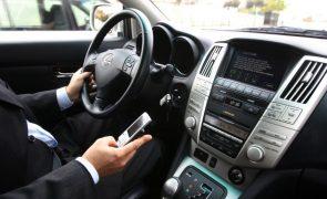 Coimas para uso do telemóvel ao volante vão ser agravadas em cerca de 100%