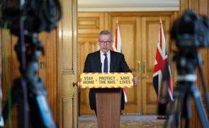 Covid-19: Hospitais de Inglaterra correm risco de saturação, adverte ministro