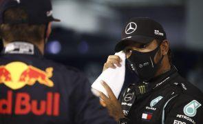 Lewis Hamilton conquista 98.ª 'pole position' da carreira no Bahrain