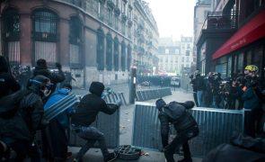 Novo protesto em França contra lei de segurança termina em incidentes