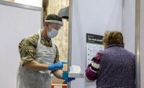 Covid-19: Reino Unido regista 479 mortes e 15.871 novos casos menos do que na sexta-feira