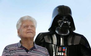 Ator David Prowse que deu vida a Darth Vader da