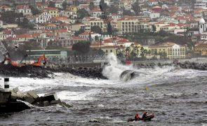 Mau tempo: Madeira sob aviso laranja para agitação marítima, vento e chuva