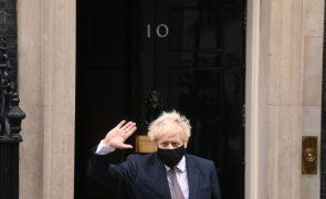Covid-19: Boris Johnson promete fim de novas medidas em fevereiro