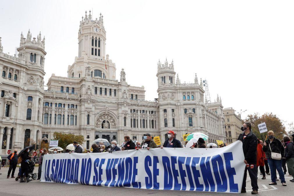 Covid-19: Milhares manifestam-se em Madrid em defesa da saúde pública