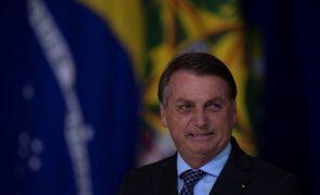 Jair Bolsonaro e Alberto Fernández tiveram hoje primeiro contacto após um ano desavindos