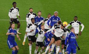Leicester City perde com o Fulham com a ajuda de Ivan Cavaleiro
