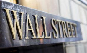 Wall Street sai de novembro em baixa mas Dow Jones vive melhor mês desde 1987