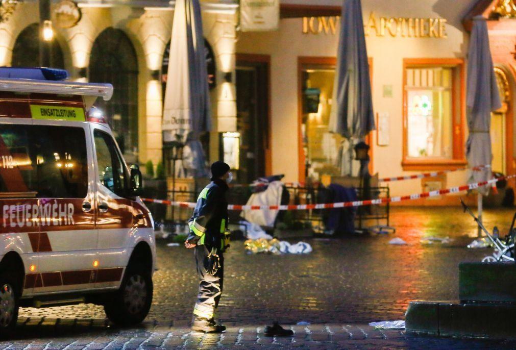 Pelo menos quatro mortos, um deles um bebé, depois de atropelamento na Alemanha