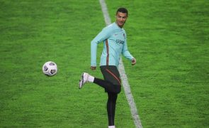 Cristiano Ronaldo supera Messi e Neymar e ganha prémio Golden Foot 2020