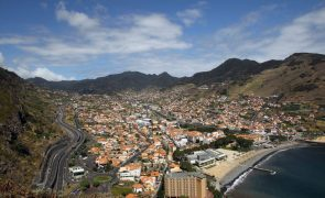 Estrada do Porto da Cruz na Madeira abate após fortes chuvas