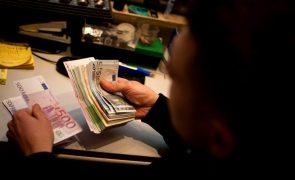 Salários baixam devido à pandemia e pressão permanece num futuro próximo - OIT