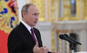 Covid-19: Putin quer iniciar vacinação