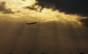 Covid-19: Maioria dos destinos abrandaram restrições de viagem - OMT