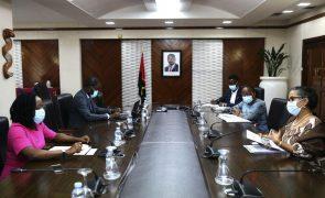 Covid-19: Angola prepara plano de vacinação com apoio da OMS
