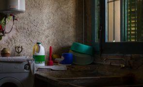 Mata marido com faca de cortar legumes: «Ele estava a bater-me»