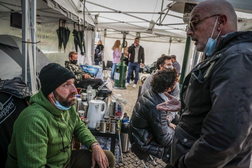 Covid-19: IL pede audição urgente na AR de Siza Vieira e do movimento a pão e água