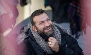 Ljubomir Stanisic em greve de fome sente-se mal e é assistido pelo INEM