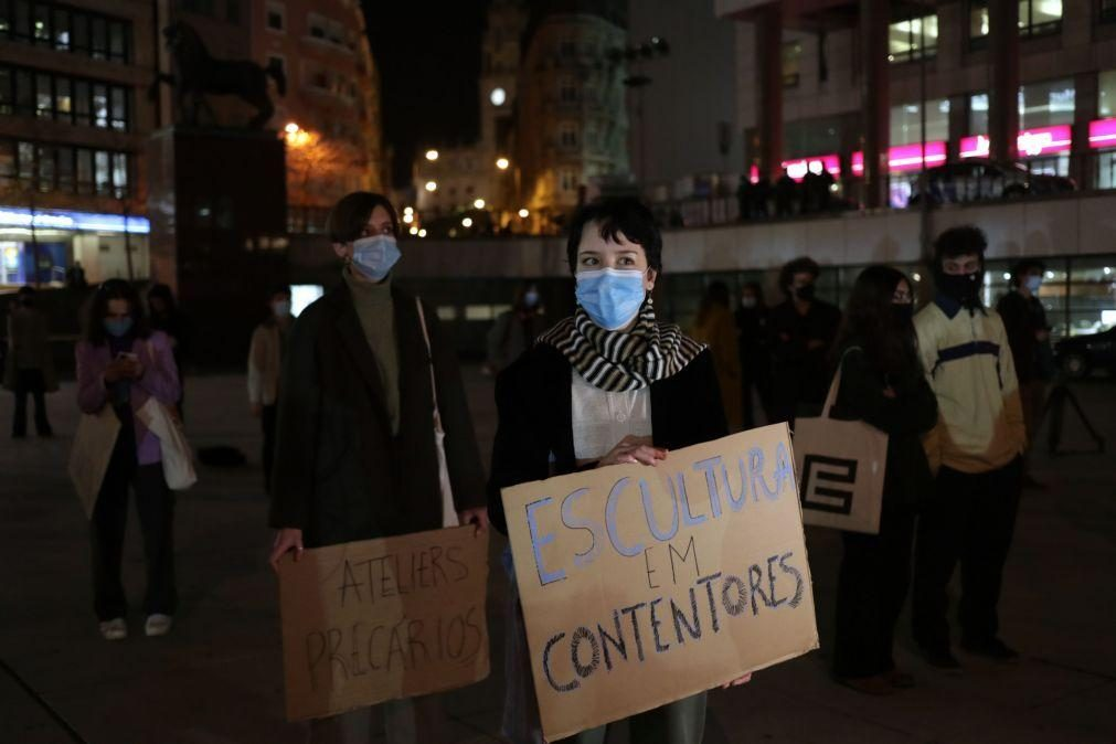 Estudantes manifestam-se contra