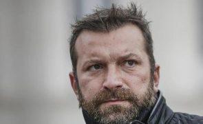 Ljubomir Stanisic em greve de fome hospitalizado de urgência