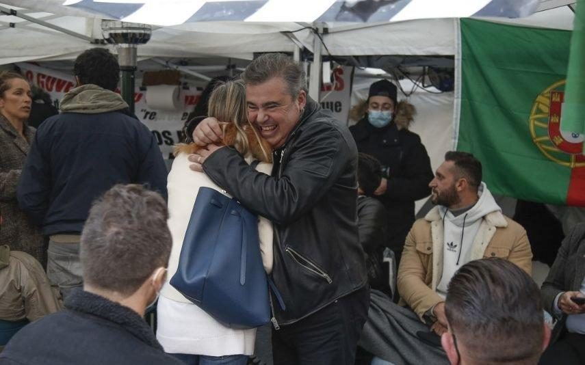 Toy junta-se aos manifestantes em greve de fome. Empresários são ouvidos por Fernando Medina