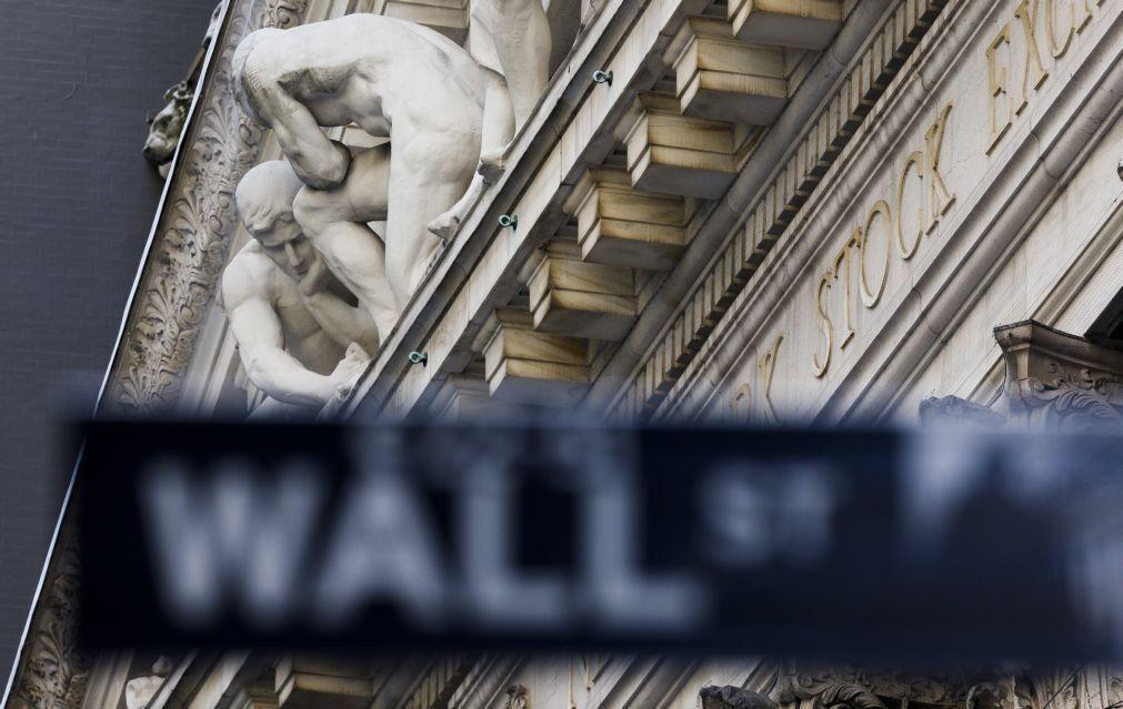 Efervescência mantém-se em Wall Street com recordes de índices durante a sessão