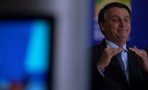 Bolsonaro imita apelo de Chávez na Venezuela e pede aos brasileiros para não demorarem no banho