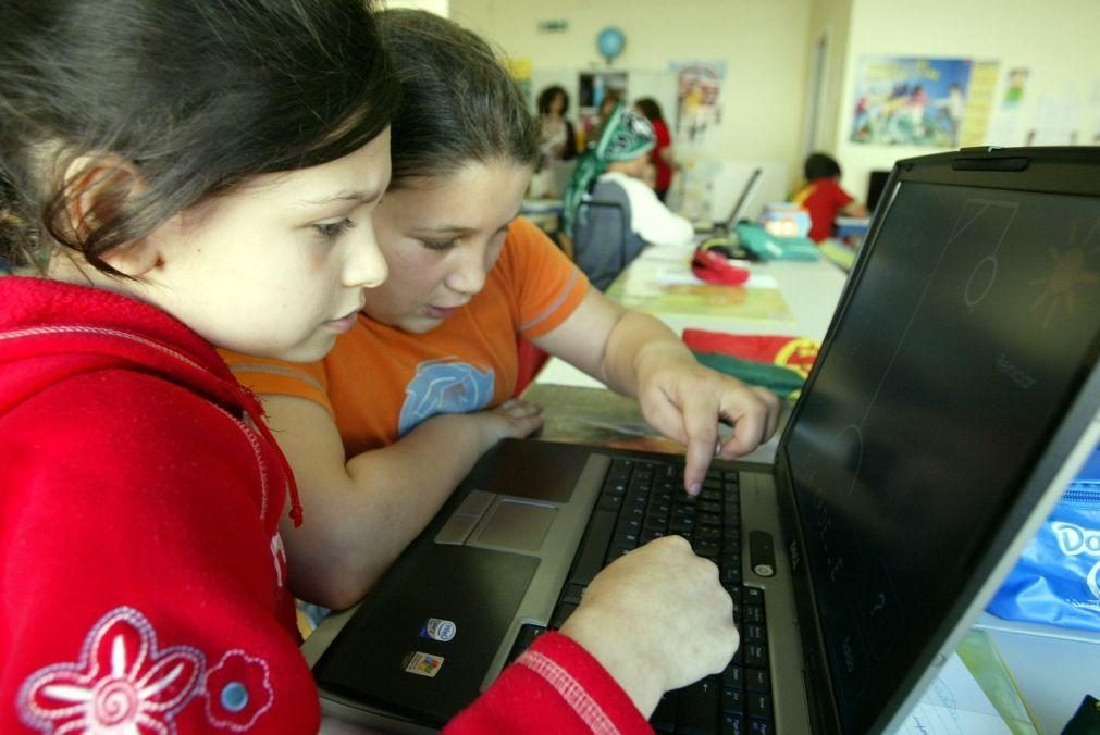 Escolas básicas do Porto vão receber 150 computadores para reforço da escola digital
