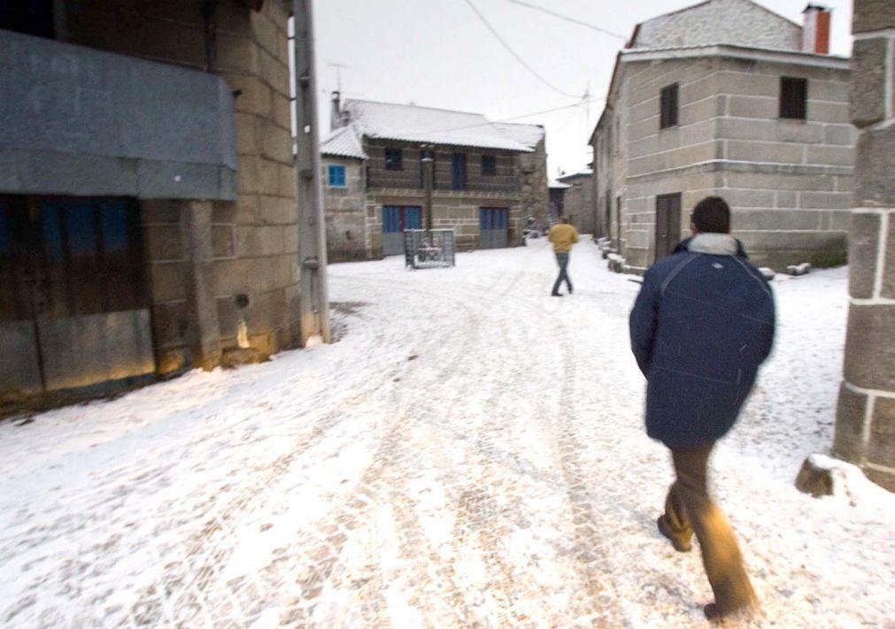 Aulas suspensas em Montalegre devido à queda de neve