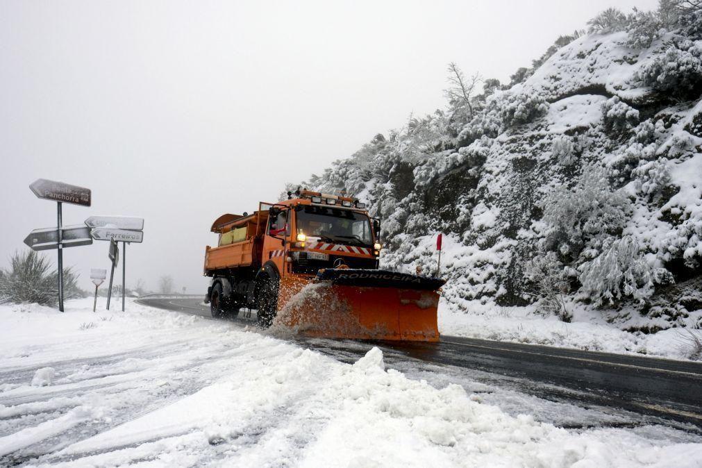 Neve corta EN2 e EN321 no distrito de Viseu