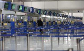Covid-19: Confinamento afundou transportes aéreos na UE na primavera, segundo o Eurostat