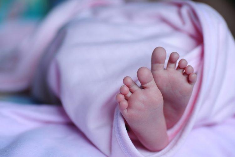 Bebé recém-nascida morre após ser encontrada numa vala em Odemira