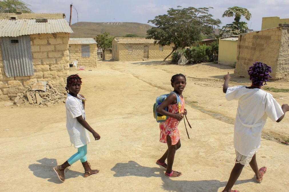 Ministra da Saúde angolana pede aos pais que levem filhos à vacina contra a poliomielite