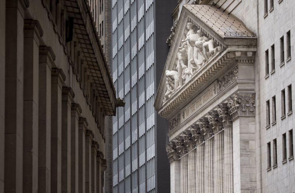 Bolsa de Nova Iorque sobe com Dow Jones acima de 30.000 pontos