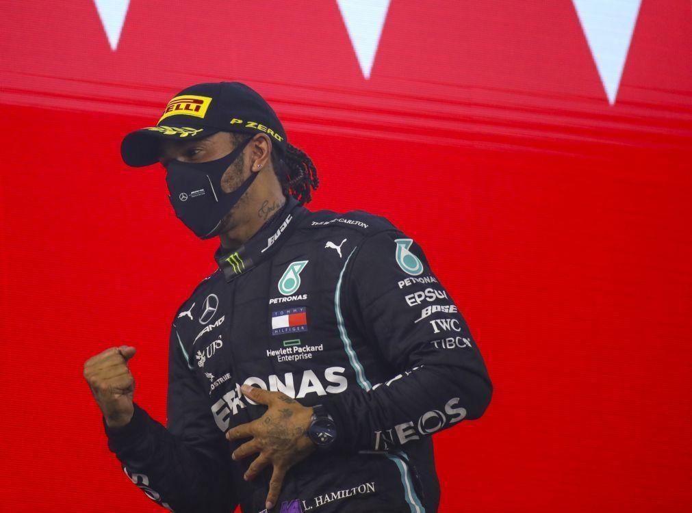 Covid-19: Lewis Hamilton está com