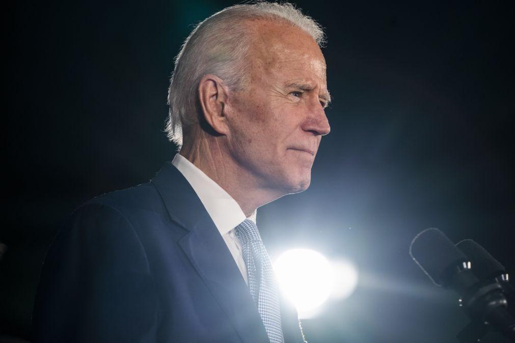 Biden exorta Congresso a aprovar