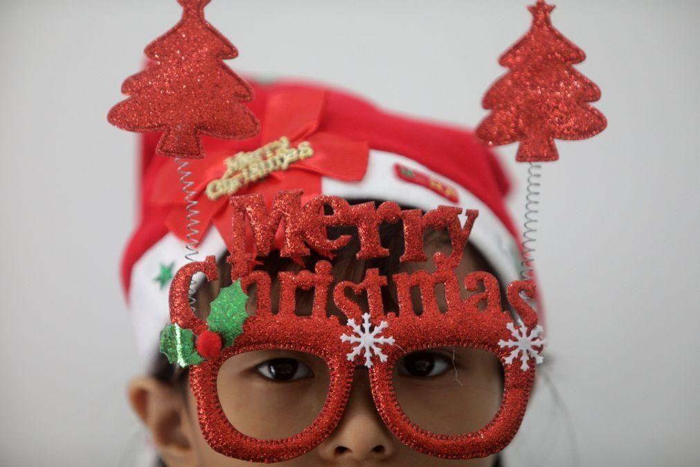 Covid-19: Governo não impôs limite de pessoas no Natal por rejeitar imiscuir-se na vida familiar