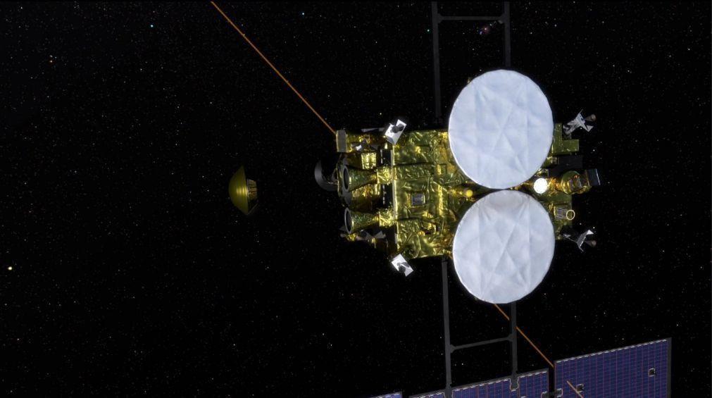 Cápsula de sonda japonesa com amostras de asteroide regressa à Terra