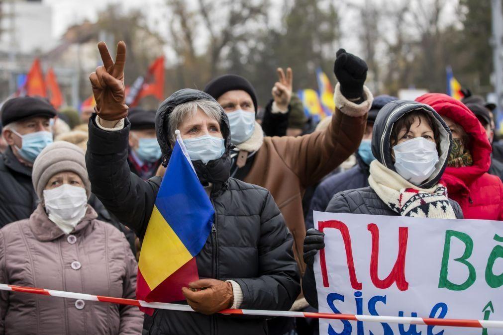 Milhares de manifestantes exigem renúncia do governo e dissolução do Parlamento moldavo