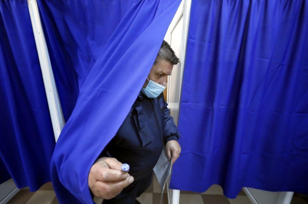 Liberais pró-europeus e social democratas quase empatados na Roménia